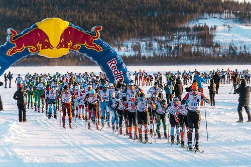 Andreas Nygaard leder an i feltet i en tidligere utgave av Red Bull Nordenskiöldsloppet. Foto: Magnus Östh / Red Bull Content Pool.