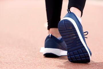 bs-Sneakers--145779980-360