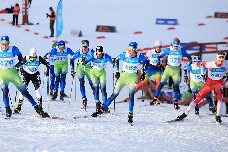 Langrennsløpere i Gjøvik Toten Langrenn. Teamfoto.
