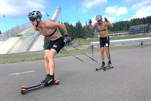 Simen Hegstad Krüger fører an under landslagets trening i Holmenkollen sommeren 2020. Foto: Ingeborg Scheve.