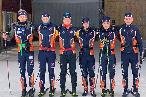Noen av Rehn BK sine mange juniorer samlet på trening i Torsby Skitunnel. Klubbfoto.