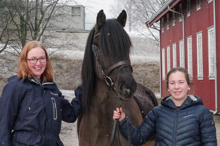 Fagerli Lilja sammen med Camilla Ulsrud (t.v.) og Stine Ekra i vinter. Nederst i saken kan du se video av Fagerli Lilja fra i sommer.