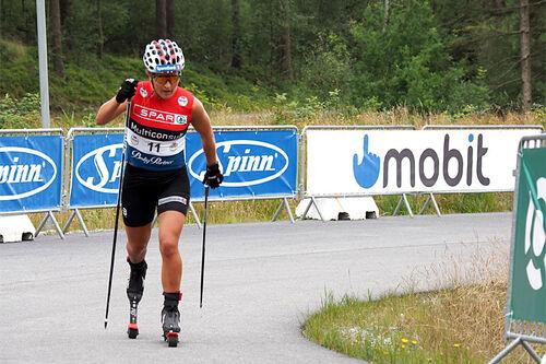 Tiril Udnes Weng på vei mot seier på 10 km klassisk under BLINK 2020. Foto: Axelar / Asgeir Ravndal.