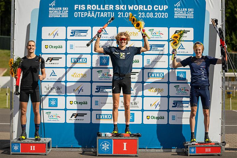 Seierspallen til seniorherrene på sprinten under verdenscupen i Otepää 2020. Fra venstre: Henri Roos (2. plass), Amund Korsæth (1) og Eirik Mysen (3). Foto: Paul Poderat.