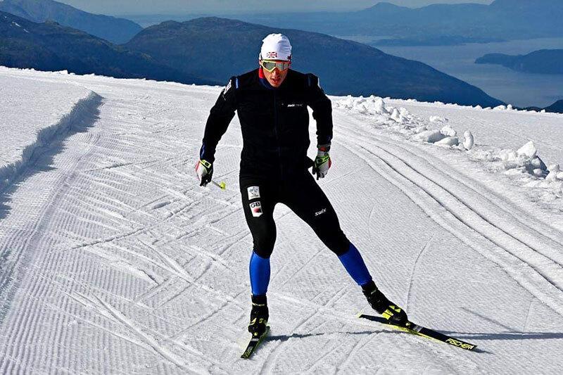 Trening på isbreen ved Folgefonna Sommerskisenter. Foto: Arne Olav Wagenius.