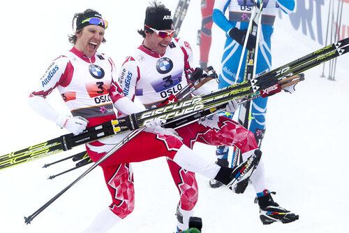 Devon Kershaw og Alex Harvey lager show etter å ha sikret VM-gull fra mesterskapet i Oslo tilbake i 2011. Foto: Hemmersbach/NordicFocus.