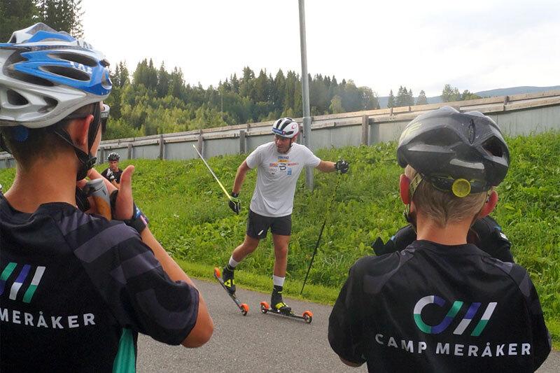 Verdensmester Emil Iversen fortalte deltakerne ved Camp Meråker om noen av sine hemmeligheter i treningsarbeidet. Arrangørfoto.