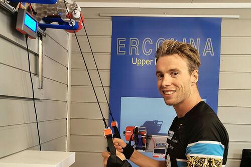 Stian Berg trener med sin Ercolina UpperBody Power. Foto: Privat.