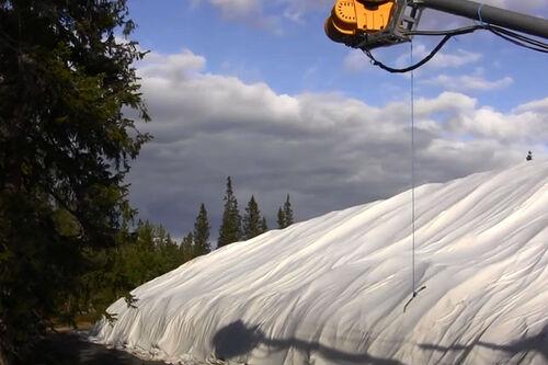 Snølager ved Sjusjøen Skisenter Natrudstilen i august 2020. Foto: Ole Andreas Øren.