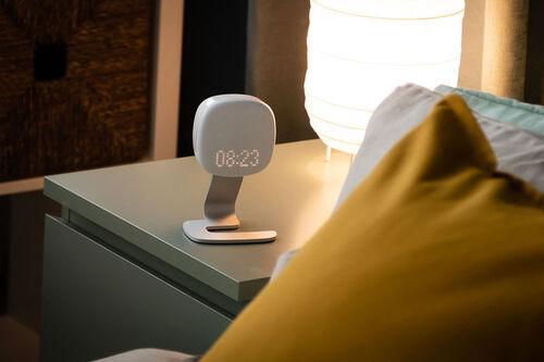 Mens du sover står søvnmonitoren Somnofy på nattbordet og måler din søvnkvalitet. Foto: VitalThings.