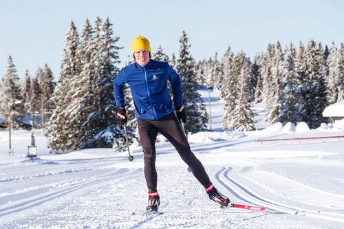 Erik Wickström holder kurs i blant annet skøyting / skate innen langrenn. Foto: Acadyme.com.