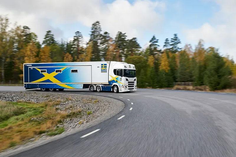 Scania samarbeider med Svenska Skidförbundet for 13. år på rad rundt smøretrailer. Foto: SSF.