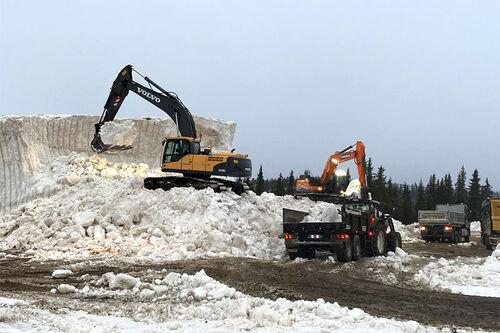 Intenst arbeid pågår for fullt med tanke på utkjøring av snø og etablering av løyper til Beitosprinten og andre aktiviteter ved Beitostølen. Foto: Øystre Slidre IL.