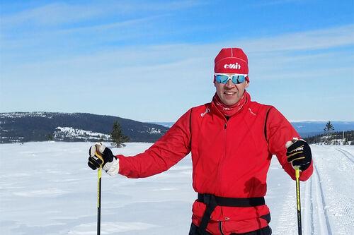 Tommy Jauhojärvi fra bedriften Emit som jobber med tidtakerutstyr. Foto: Lotte Jauhojärvi Markussen.