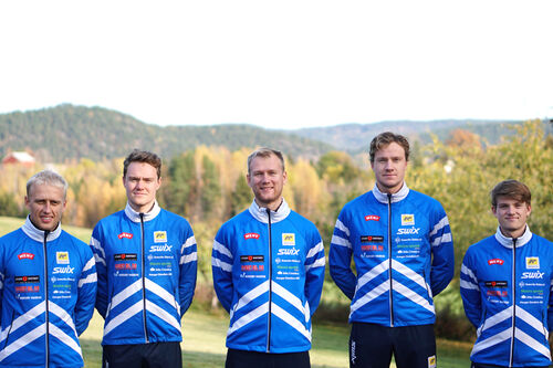 Lagbilde for Team AF Håndverk sesongen 2020/2021. Fra venstre: Magne Haga, Johan Hoel, Håvard Haga, Amund Hoel og Herman Martens Meyer. Foto: Team AF Håndverk.