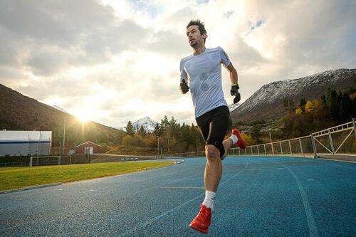 Killian Jornet forbereder seg til 24-timersløpingen i norske Måndalen under Phantasm 24. Foto: Vegard Breie / VegardPhoto.com.