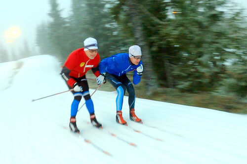 Swix sitt racingmannskap ute på parallelltest av glid og skismøring. Foto: Swix.