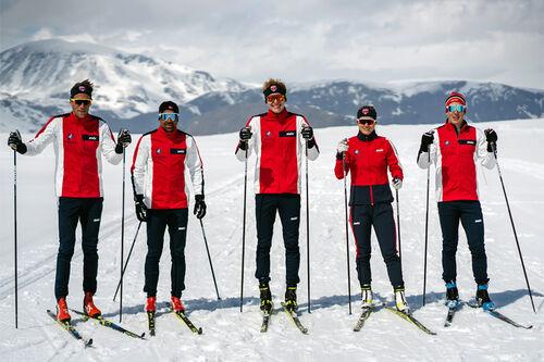 SkiMentorene Simen Østensen (fv), Nils-Ingar Aadne (Nilsi), Eirik Mysen, Emilie Fleten og Andrew Musgrave. Foto: 239.no.