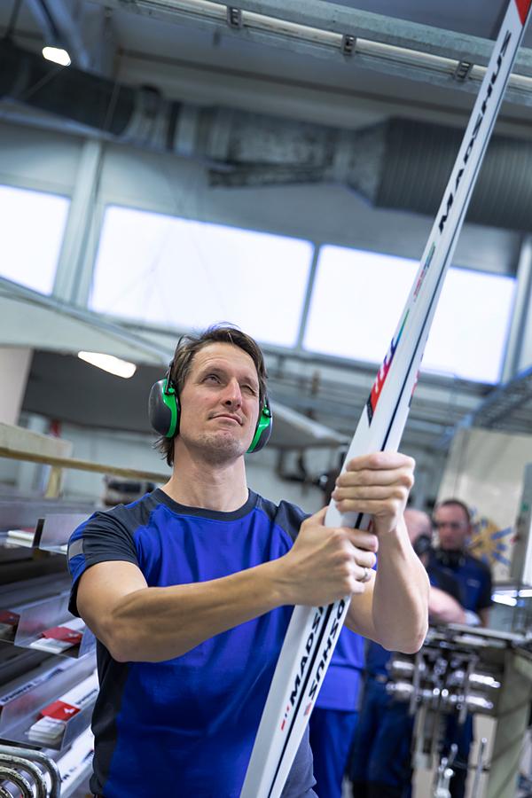 Lars Berger tester flex på nye Madshus-ski. Foto: Stefano Zatta / Madshus.
