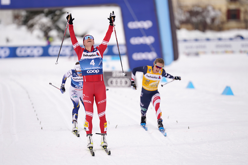 Damenes spurtoppgjør på femte etappe av Tour de Ski 2020/2021. Yulia Stupak går inn til seier foran Ebba Andersson og Jessie Diggins. Foto: Modica/NordicFocus.