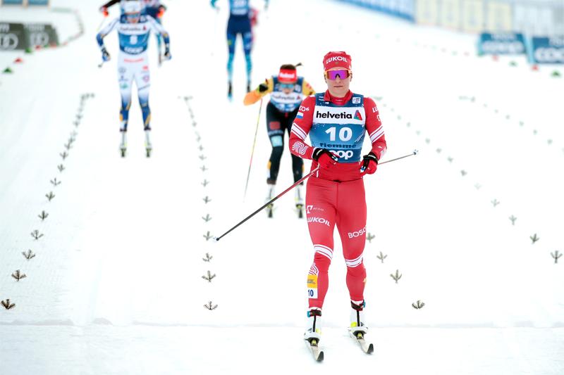 Damenes innspurt på sjette etappe av Tour de Ski 2020/2021. Nærmest vinneren Natalia Nepryaeva, deretter Katharina Hennig og så Ebba Andersson. Foto: Modica/NordicFocus.