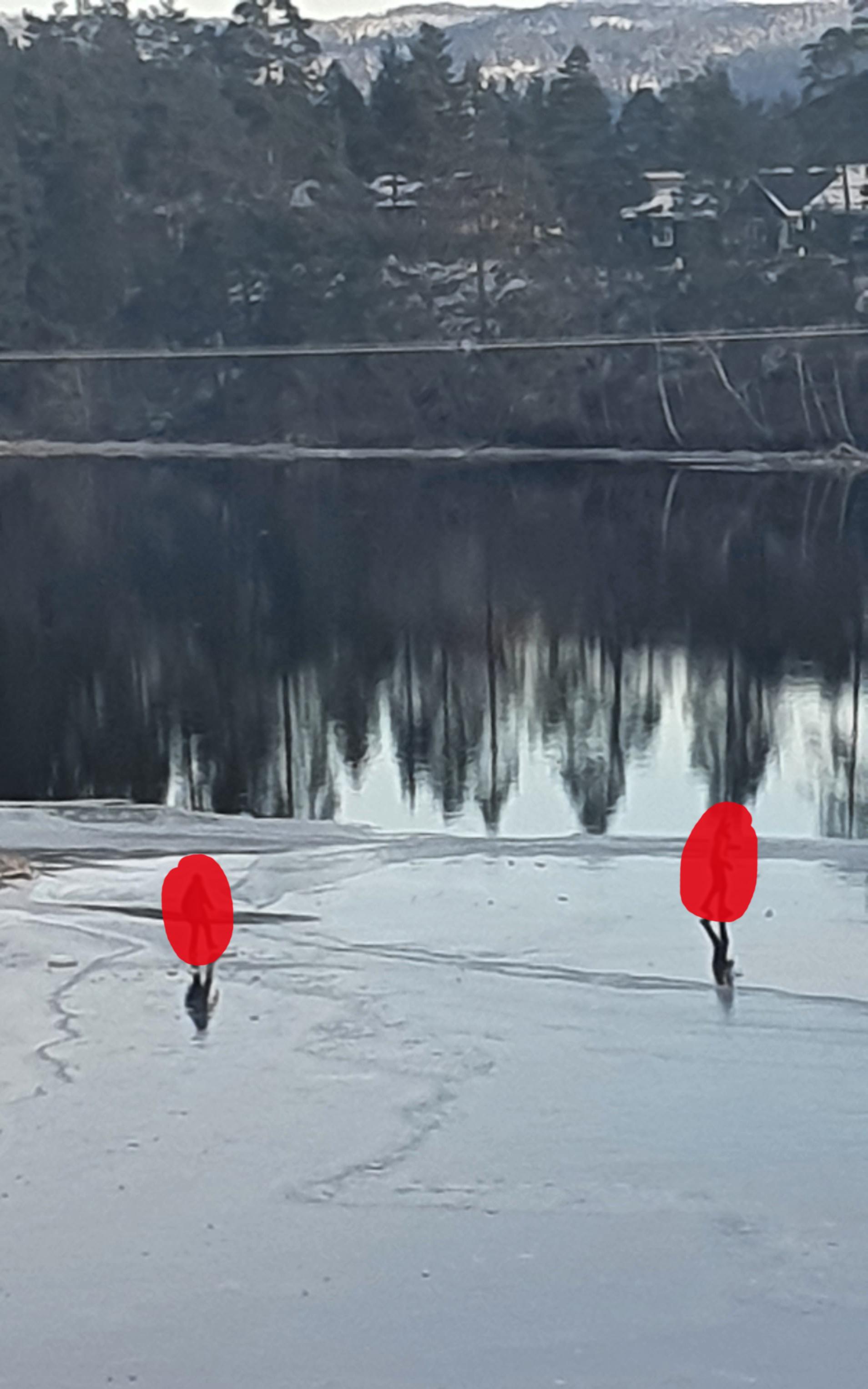 Barn som går på utrygg is