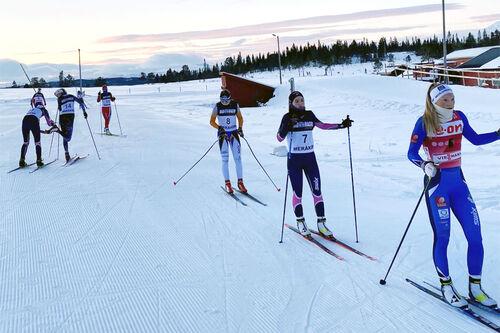 Utøvere som gjør seg klar for internt skirenn over 5 og 10 km i fri teknikk ved Meråker Videregående skole nå i den spesielle koronavinteren. Skolefoto.