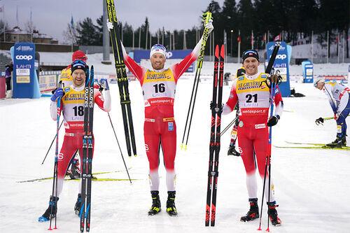 Herrenes seierspall på 30 km skiathlon under verdenscupen i Lahti 2021. FV: Sjur Røthe (2. plass), Emil Iversen (1) og Pål Golberg (3). Foto: Modica/NordicFocus.