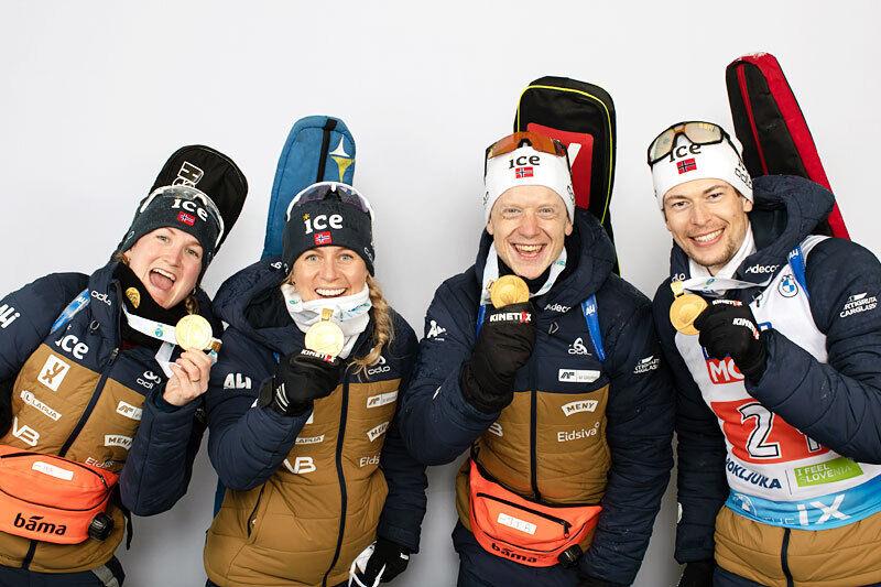Norges gulløpere på miksstafetten under skiskytter-VM i Pokljuka 2021. Marte Olsbu Røiseland, Tiril Eckhoff, Johannes Thingnes Bø og Sturla Holm Lægreid. Foto: Thibaut/NordicFocus.