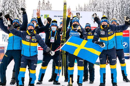 Martin Ponsiluoma sikret Sverige VM-gull på sprinten i skiskyting under mesterskapet i Pokljuka 2021, noe som resulterte i stor svensk jubel. Foto: Thibaut/NordicFocus.