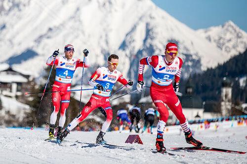 Alexander Bolshunov, Sjur Røthe og Martin Johnsrud Sundby ute på skiathlon under VM i Seefeld. Foto: Modica/NordicFocus.