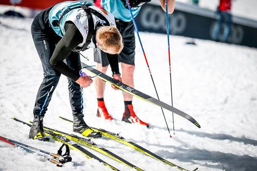 Servicepersonell i full gang under Ski-VM i Oberstdorf 2021. Foto: Modica/NordicFocus.