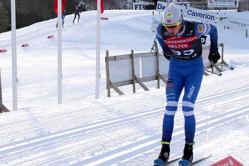 Johan Hoel på vei mot seier på 15 km under Norgescup Førde 2021. Foto: Privat.