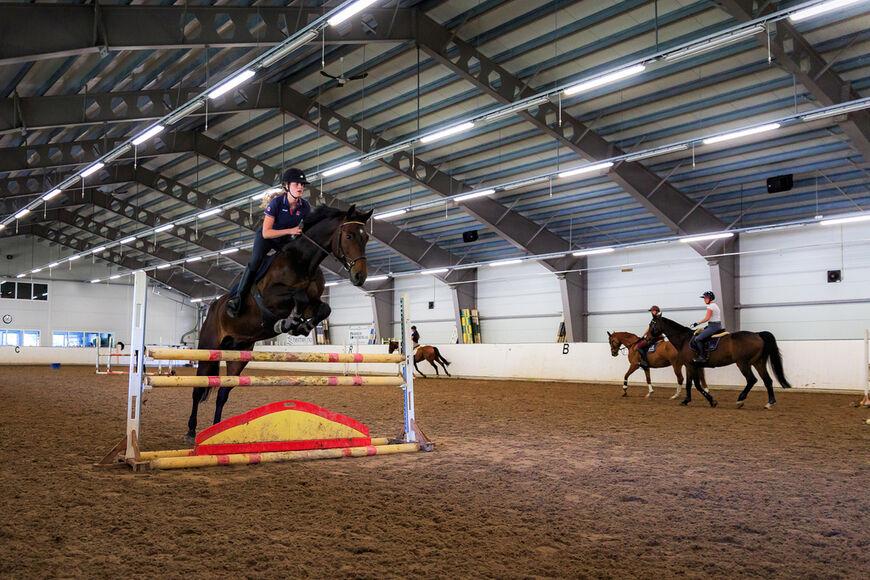 Sprangundervisning på ridelærerutdanninga.