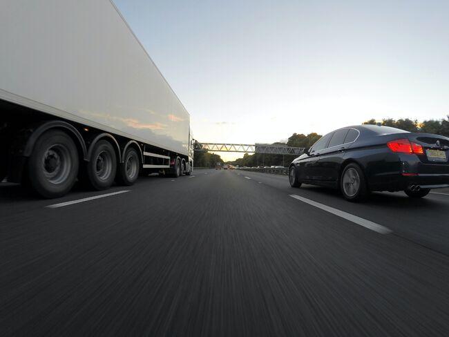 Bildet viser tungtransport på veien