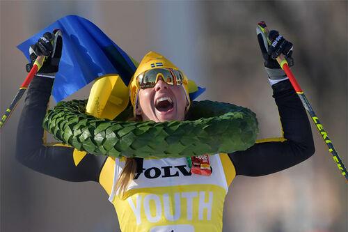 Lina Korsgren jubler over seier i Vasaloppet 2021. Foto: Nisse Schmidt / Nisses Sportbild / Vasaloppet.