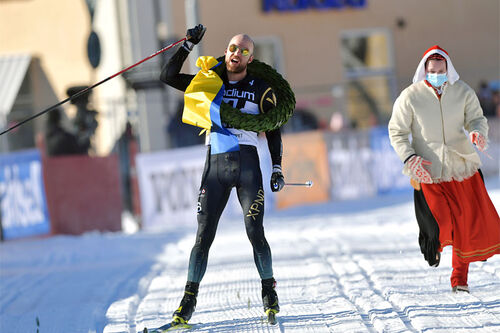 Tord Asle Gjerdalen jubler over seier i Vasaloppet 2021. Foto: Nisse Schmidt / Nisses Sportbild / Vasaloppet.