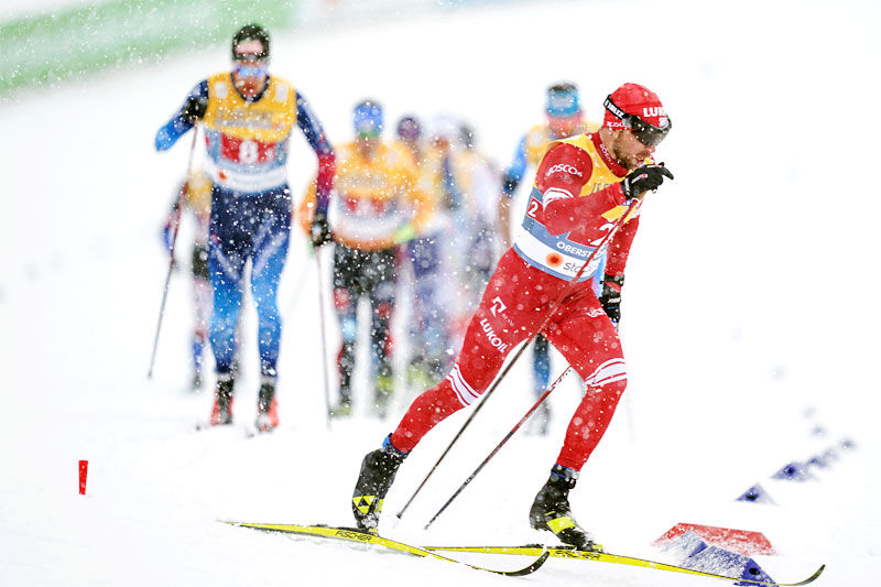 Alexey Chervotkin traff perfekt med skivalget og fosser i fra konkurrentene på VM-stafettens åpningsetappe i Oberstdorf 2021. Foto: Modica/NordicFocus.