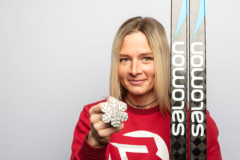 Tatiana Sorina med VM-medalje fra mesterskapet i Oberstdorf 2021. Foto: Modica/NordicFocus.