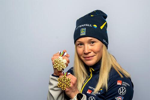 Jonna Sundling med medaljer fra Ski-VM 2021 i Oberstdorf. Foto: Thibaut/NordicFocus.