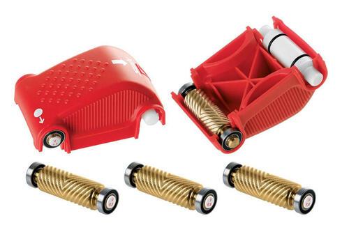 Strukturverktøy / rilleverktøy fra Swix for bruk til prepping av ski. Foto: Swix.