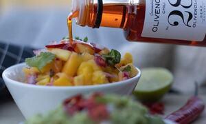 Bildet viser en salat servert i restauranten på Hadeland Glassverk.