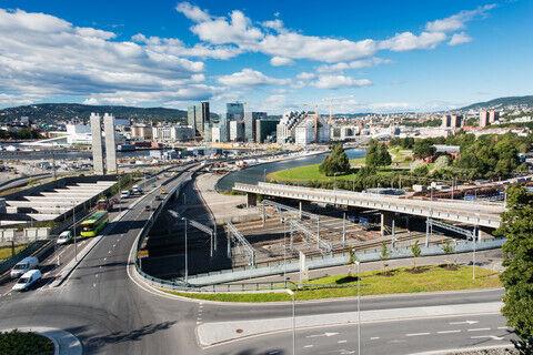 BEDRE KÅR: Bilde av trafikkmaskinen ved Bjørvika i Oslo. Hovedstaden er en av flere byer med levekårs- og integreringsutfordringer som utvalget har sett nærmere på. foto: colourbox
