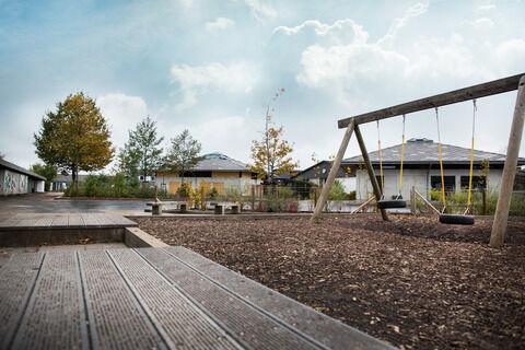 STØRRE PLASS: Bildet viser et uteområde på en skole. Miljøpartiet de Grønne ønsker minstekrav for barnas utemiljø. FUG støtter forslaget. foto: colourbox