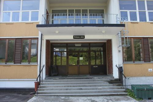kirkenes+skole+inngang_500x333.jpg