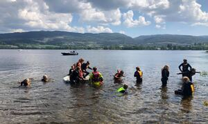 Elever ved Bergerbakken skole trener på redning