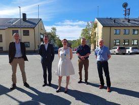 Bilde er F.v Lars Buseth, rådgiver i rektors stab, påtroppende rektor Dag Rune Olsen, ordfører Lena Norum Bergeng, varaordfører Pål Gabrielsen og kommunalsjef Arnulf Ingerøyen.