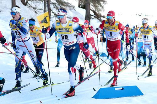 Jon Rolf Skamo Hope med startnummer 50 i feltet under verdenscupen i Engadin. Foto: Modica/NordicFocus.
