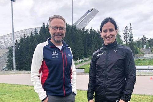 Marit Bjørgen sammen med Birkens daglige leder, Eirik Torbjørnsen.