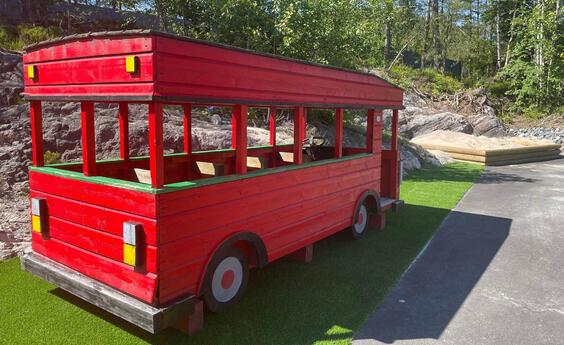 Lekebuss 2000x1200